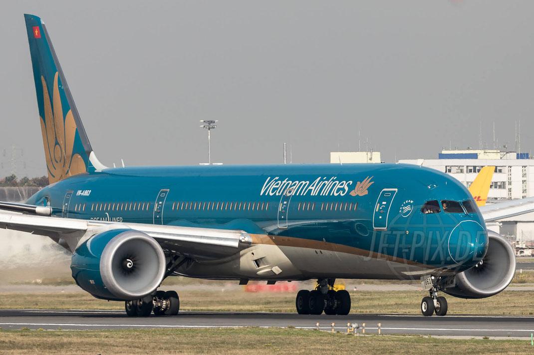 VN-A863 Vietnam Airlines Boeing 787-9 Dreamliner 2017 10 19 EDDF Frankfurt
