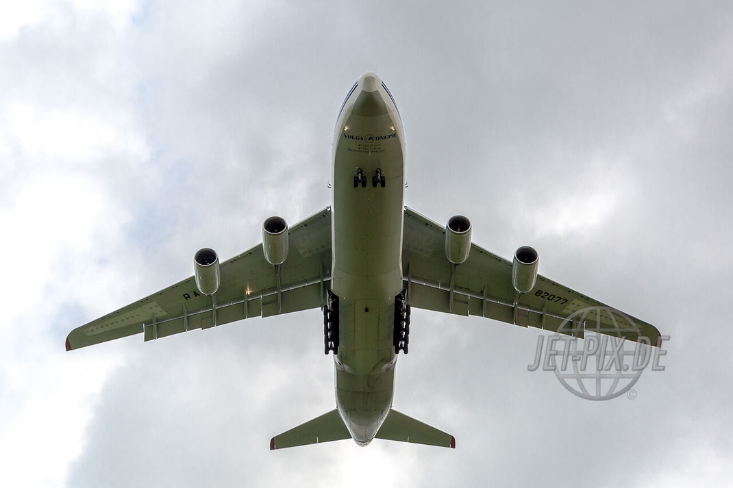RA-82077 Volga-Dnepr Antonov AN-124 Anflug auf Frankfurt Hahn (EDFH) Belly Shot