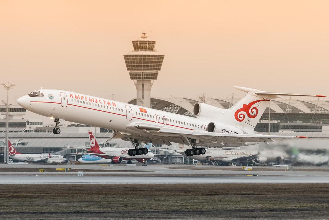 EX-00001 Kyrgyzstan Airlines Tupolev TU-154M am Flughafen München