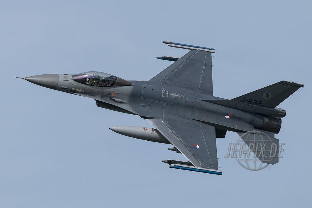 J-632 General Dynamics F-16A Block 20 MLU RNlAF Frisian Flag 2017 Leeuwarden (EHLW) Banking Fighter Jet-Noise Friesland Spotter Planespotter Jet-Spotter Afertburner Full-Power