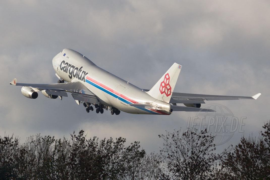 LX-SCV Cargolux Airlines International Boeing 747 4R7F 2013 11 09 EHBK Maastricht