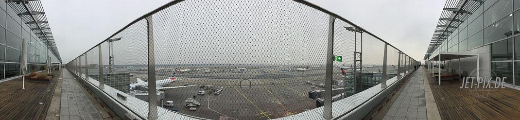 """Panorama der """"Neuen Besucherterrasse"""" am Frankfurter Flughafen"""