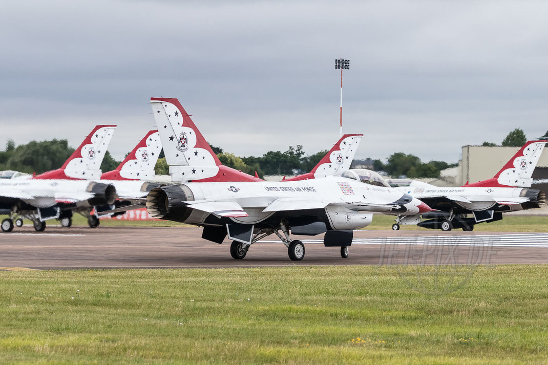Thunderbirds USAF Royal International Air Tattoo (RIAT) 2017 07 15 Fairford (EGVA)