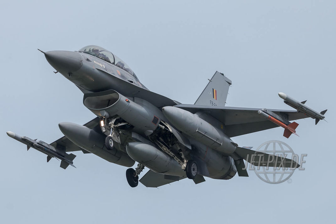 FB-24 General Dynamics F-16B Block 20 Belgian Air Force Frisian Flag 2017 Leeuwarden (EHLW) Landing Jet-Noise Jet-Fighter Bomber Friesland Teilnehmer Afterburner Full-Power Jet-Wash