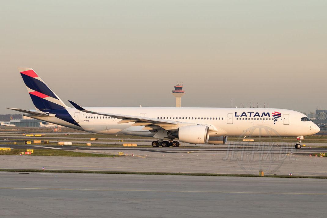 A7-AMB Qatar Airways / LATAM Airbus A350-941 2017 10 17 EDDF Frankfurt