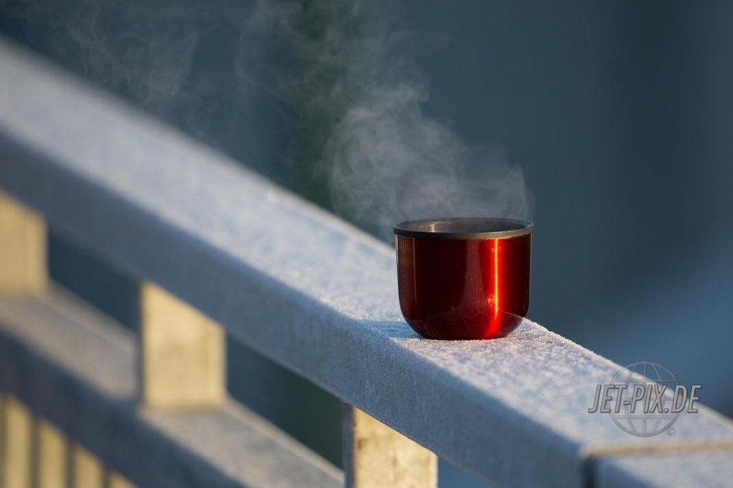 Warten auf die Flieger an der Startbahn West 18 wirklich kalt heute minus drei Grad der dampfende Kaffee tut gut