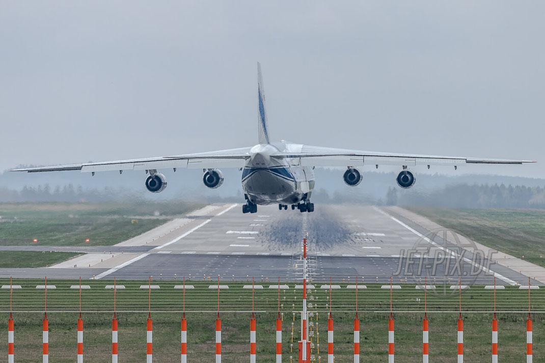 RA-82077 Volga-Dnepr Antonov AN-124 Anflug auf Frankfurt Hahn (EDFH) Final