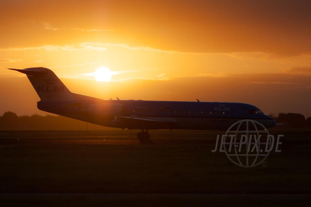 PH-KZT KLM Cityhopper Fokker F70 2012 09 15 EHAM Amsterdam