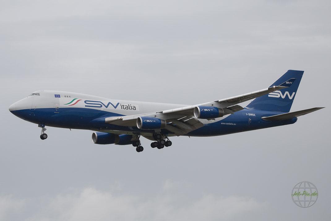 Silkway Italia in Frankfurt Landung bewölkt