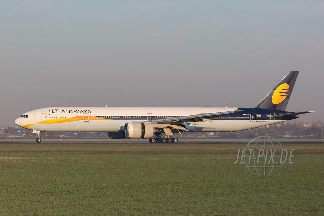 VT-JEU Jet Airways Boeing 777-35R(ER) Amsterdam (EHAM) Landing JET-PIX.DE Schiphol Jetspotter Planespotting Planespotter bestes Wetter Fritten Krokett Lebensgefühl Niederländer Spaß