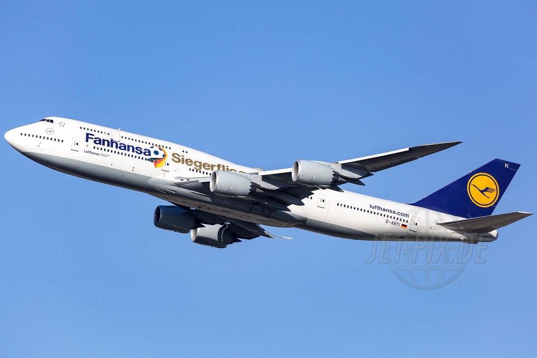 """D-ABYI Lufthansa """"Fanhansa Siegerflieger"""" Boeing 747-830 2017 11 01 EDDF Frankfurt"""