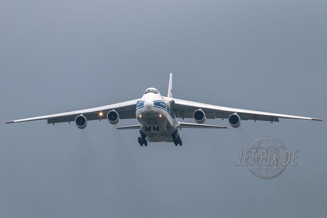 RA-82077 Volga-Dnepr Antonov AN-124 Anflug auf Frankfurt Hahn (EDFH) Face to Face Qualm