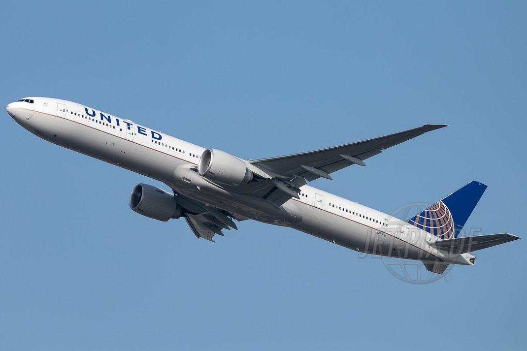 N2737U United Airlines Boeing 777-322(ER) 2017 10 16 EDDF Frankfurt
