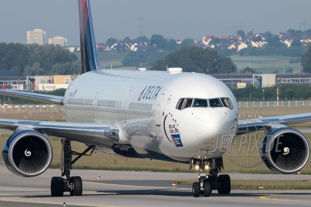 """N841MH Delta Boeing 767 """"Relay for Life - American Cancer Society"""" 2017 05 28 EDDF Frankfurt Landung Nordwestbahn"""