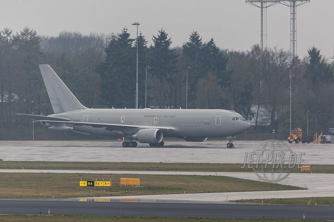 "MM62228 / 14-03 Aeronautica Militare Boeing KC-767 A Eindhoven (EHEH) Tankerübung Stratotanker Italienische Luftwaffe Teilnehmer Frisian Flag 2017 ""EART"" European Air Refuelling Training"
