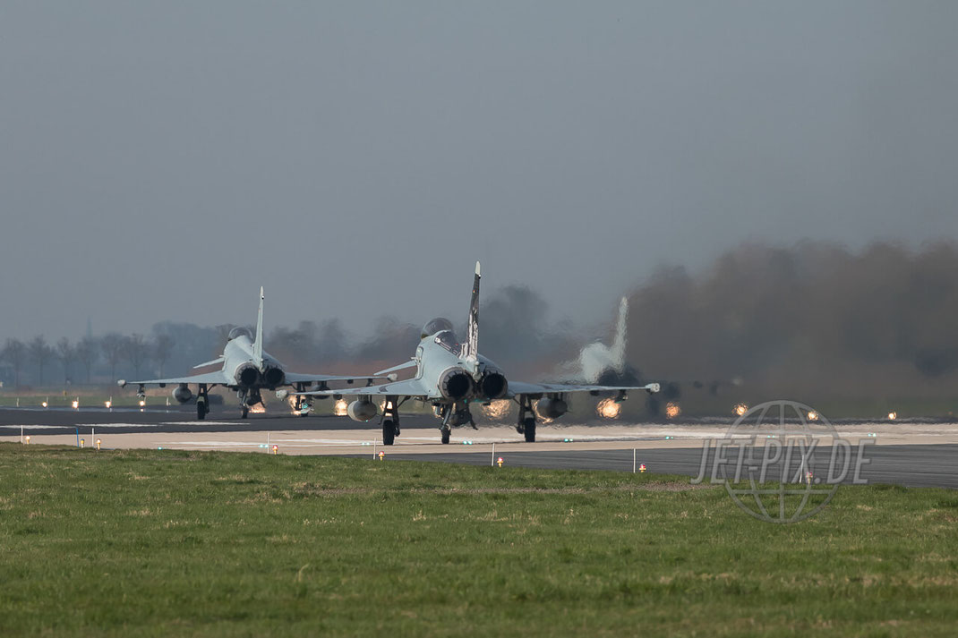 31+31 Eurofighter Deutsche Luftwaffe Leeuwarden Frisian Flag 2017 (EHLW) Starting Formation Jet-Noise Jet-Fighter Bomber Friesland Teilnehmer Afterburner Full-Power Jet-Wash