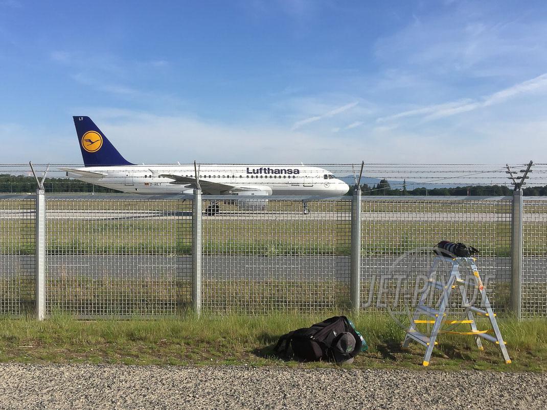 D-AILT Lufthansa Airbus A319 2017 05 26 EDDF Frankfurt Leiter an der Nordwestbahn Spotting Feuerwache Zaun Überblicken