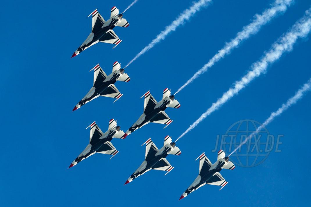 Thunderbirds United States Air Force F-16C Fighting Falcon 2011 07 06 EBFN Koksijde