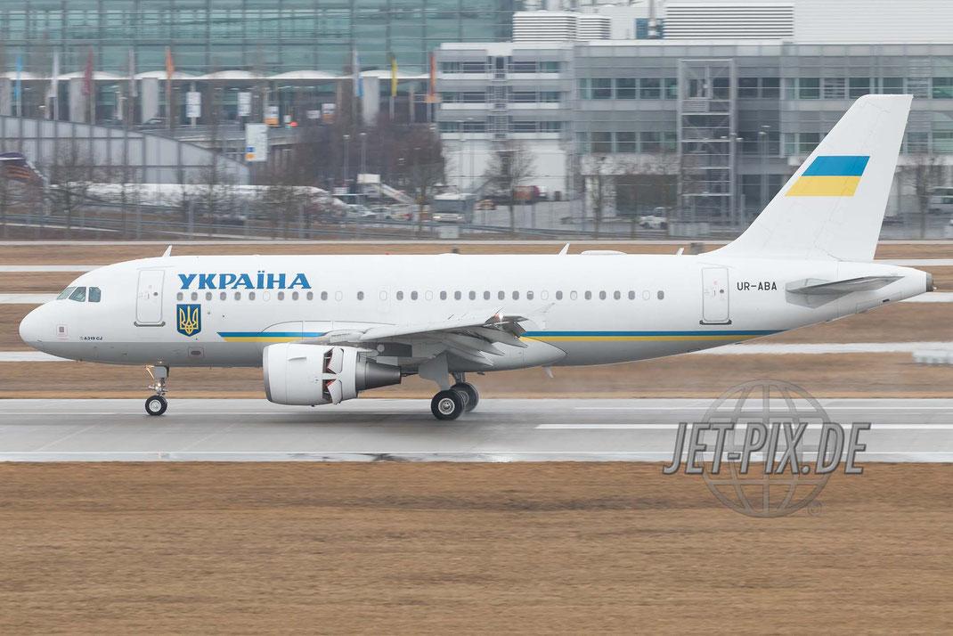UR-ABA Ukrainian Government Airbus A319-115 (CJ) bei der Landung in München zur SiKo Sicherheitskonferenz Regierungsmaschine