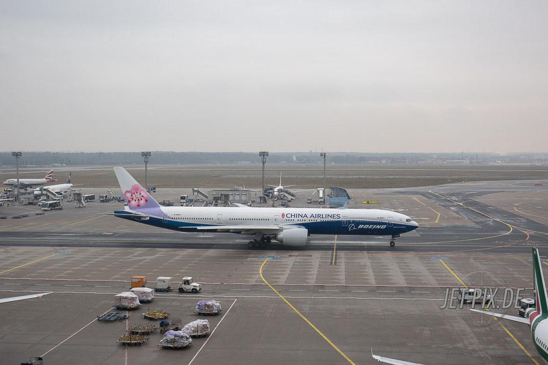 China Airlines Boeing 777-300 ER Boeing Colors Sonderlackierung Dreamliner Spotting Start Landung 25 07 18 Fraport Besucherterrasse Terminal 2
