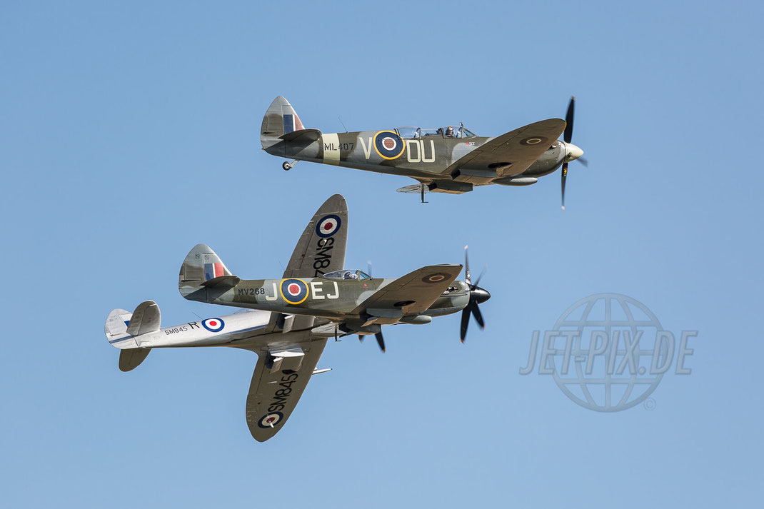 Duxford (EGSU) 2017 07 08 Flying Legends Split-Formation