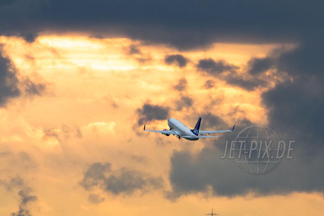 SAS Boeing 737 2017 05 19 EDDF Frankfurt Outbound freier Blick auf das Vorfeld zum spotten