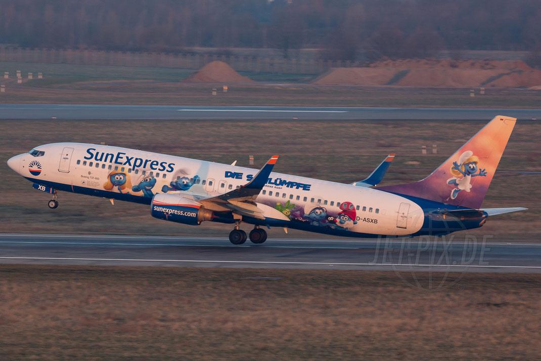 """D-ASXB SunExpress Boeing 737 """"Schlümpfe aka. Smurfs"""" 2018 02 18 EDDL Düsseldorf"""