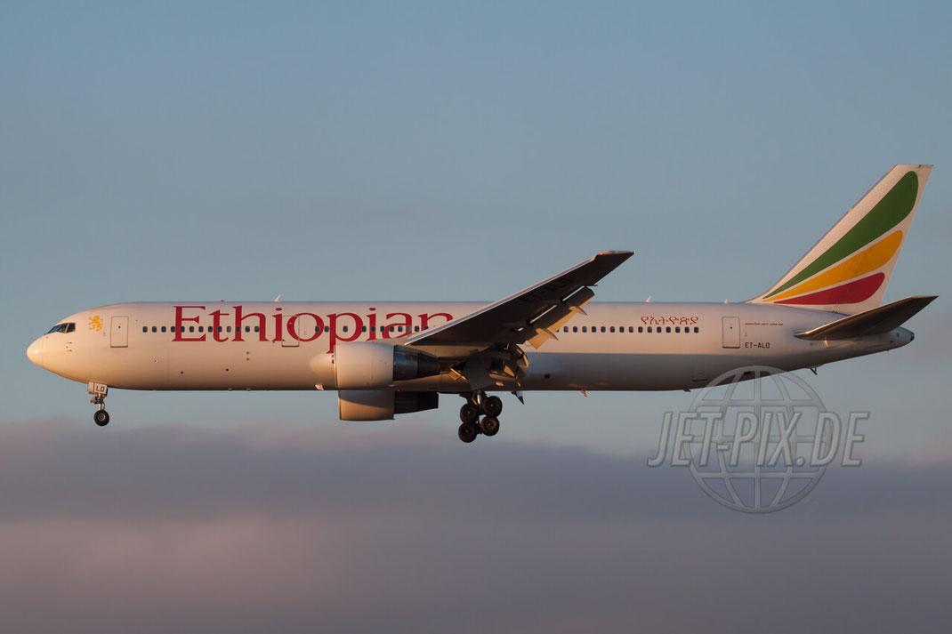 ET-ALO Ethiopian Airlines Boeing 767-300 2011 01 16 EDDF Frankfurt Landung am Frankfurter Flughafen Nordwestbahn Parken Gratis Zeppelinheim