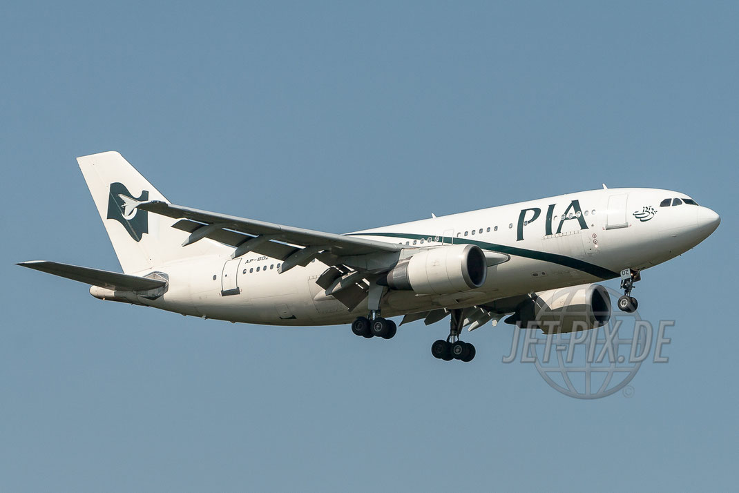 AP-BDZ PIA Airbus A310 2006 09 13 EDDF Frankfurt