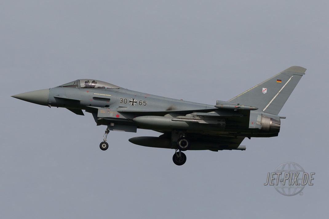 30+65 Eurofighter beim Landeanflug auf Leeuwarden Fligbasis