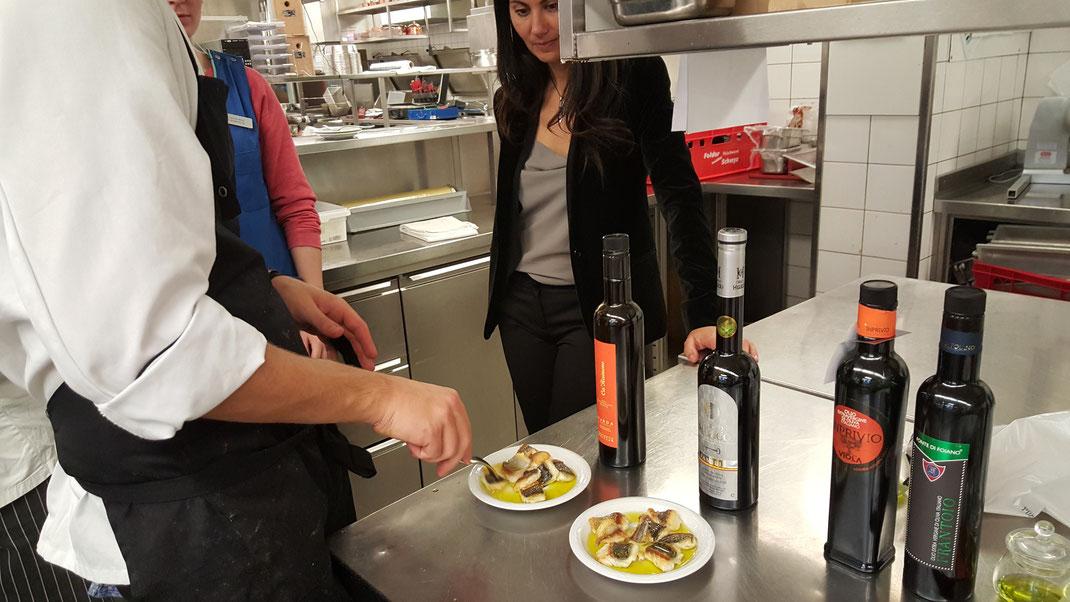 Sophia Amariotaki Streich bei der Olivenöl-Schulung für die Köche des *****PALACE in Luzern
