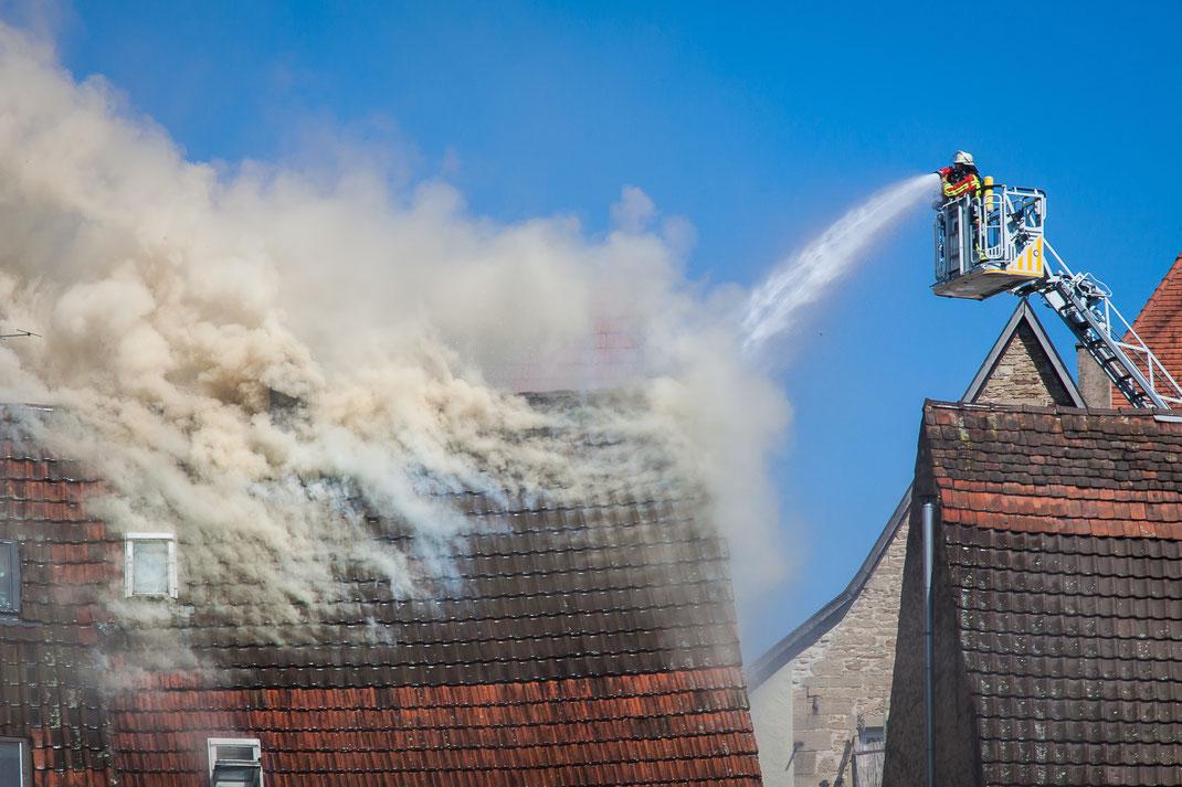 Zu hoch erhitztes Öl setzt Haus in Brand - Fettbrand - entzündetes Speiseöl