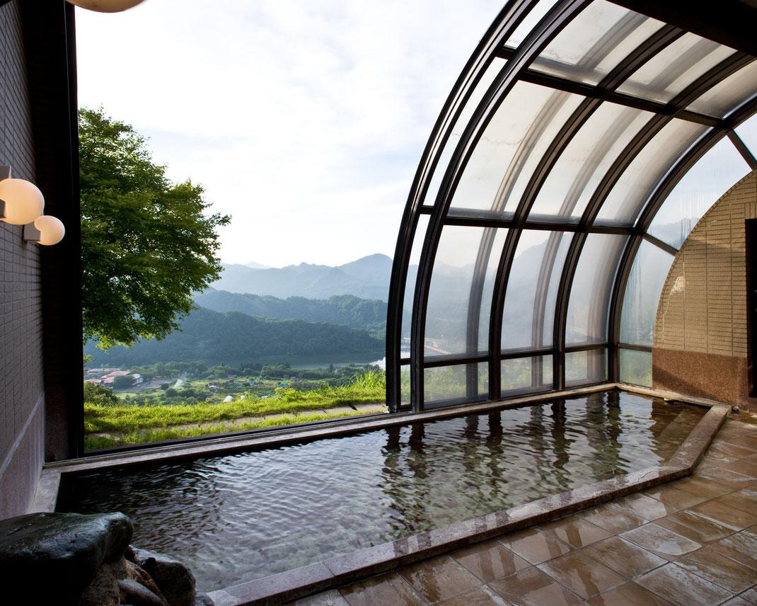 天空の湯。開閉式ドーム型展望風呂【かのせ温泉 赤崎荘】