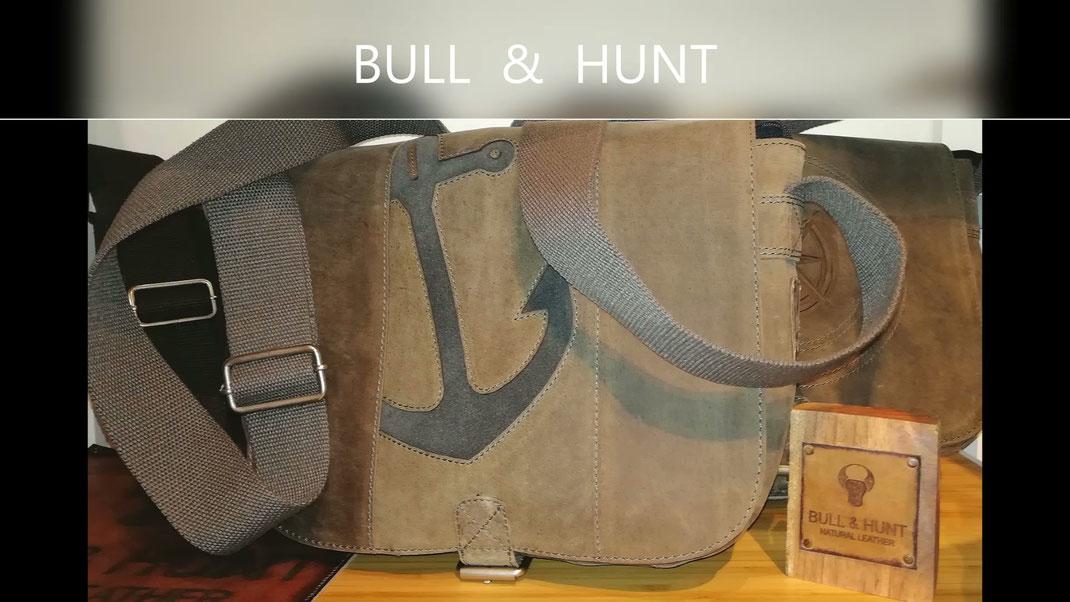 Taschen, Rucksäcke, Geldbörsen aus echten Rindsleder mit maritimen Gravuren