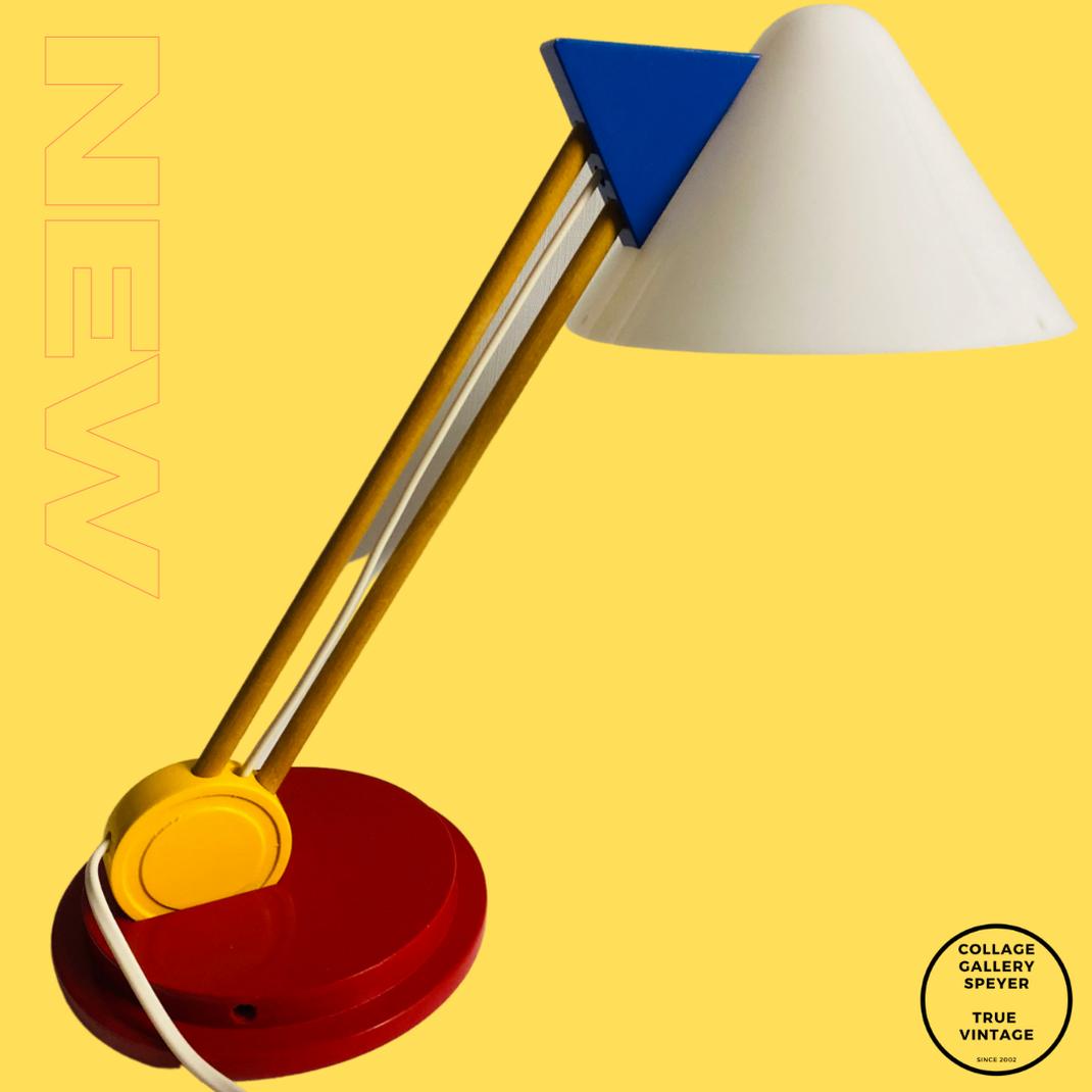 Ikea B719 Lampe aus den 1980er Jahren Klassische Bauhausfarben Rot Gelb Blau Achtziger Jahre Memphis Style.  Hat das Zeug zu einer Ikone.
