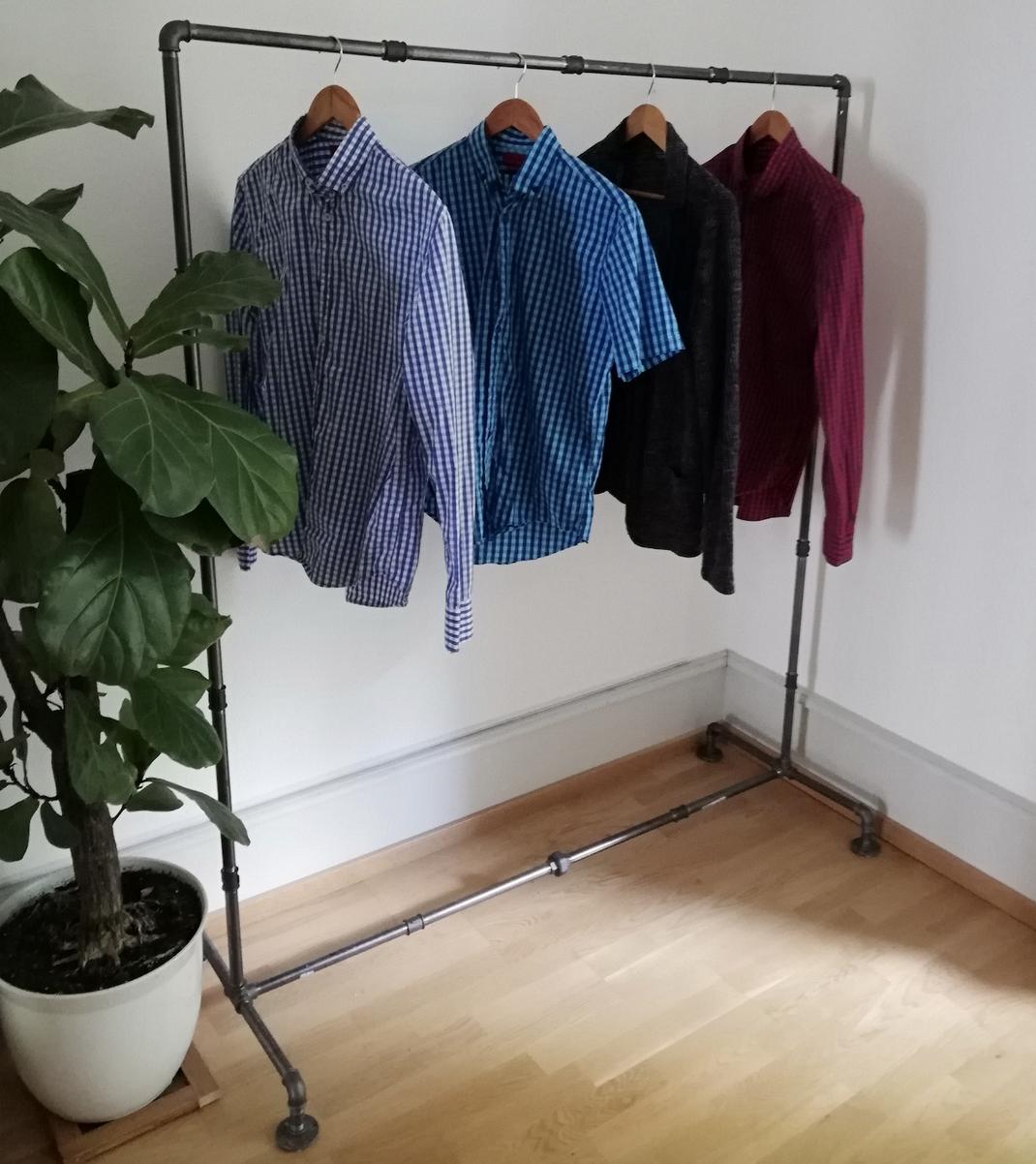 Vintage Garderobe Industrial Kleiderständer aus Rohren Rohrständer Industrie Wasserrohre Kleidergarderobe