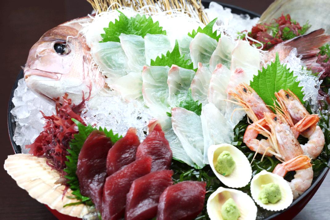 海藻まで美味しい、刺身盛合わせ例(3人前)