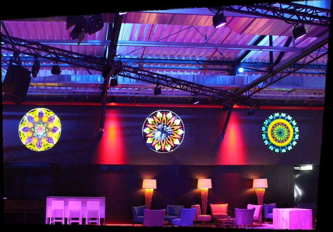 »Club Volta« Innenraumgestaltung mit bunten Fenstern und Vintagemöbeln. Der Club ist für bis zu 600 Gäste ausgelegt und eröffnet am 1. August 2018.