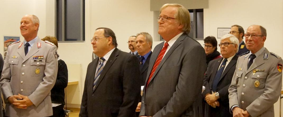 Gruppenbild. Darunter auch Pfarrer Kress (zweiter von Rechts) und der stellvertretende Bürgermeister Staudenmeier (neben Pfarrer Kreß).