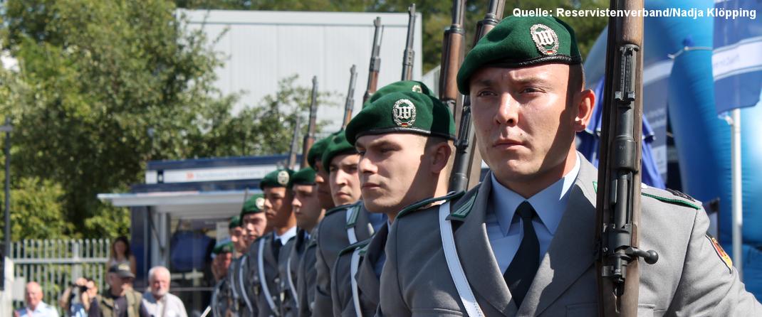 Symbolbild: das Drillteam der Bundeswehr bei einer Veranstaltung.