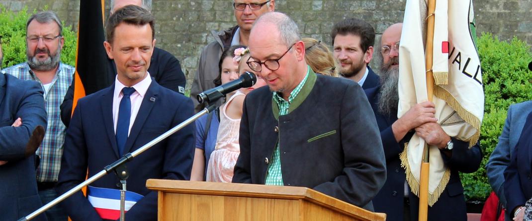 Das Bild zeigt Bürgermeister Markus Günter bei seinem Grußwort. (Bild: Rainer Weiß)