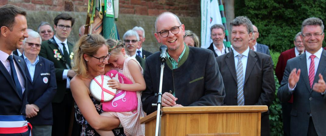 Das Bild zeigt die Eröffnung des Blumen- und Lichterfest auf dem Miltenberger-Torplatz. (Bild: Rainer Weiß)