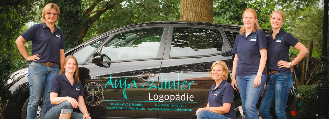 Team Anja Winter Logopädie vor dem Auto für die Hausbesuche