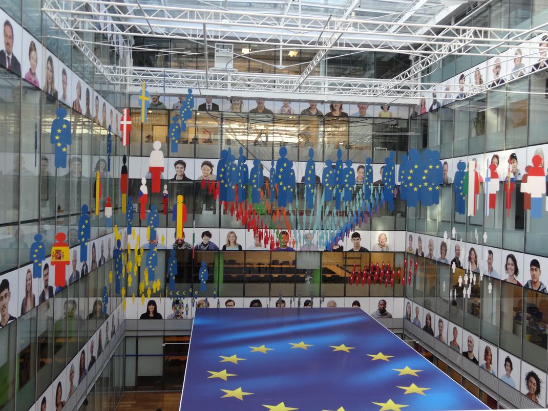 Wir besuchen auch das Europäische Parlament, das in Brüssel in einem Teils sehenswerten Gebäudekomplex untergebracht ist