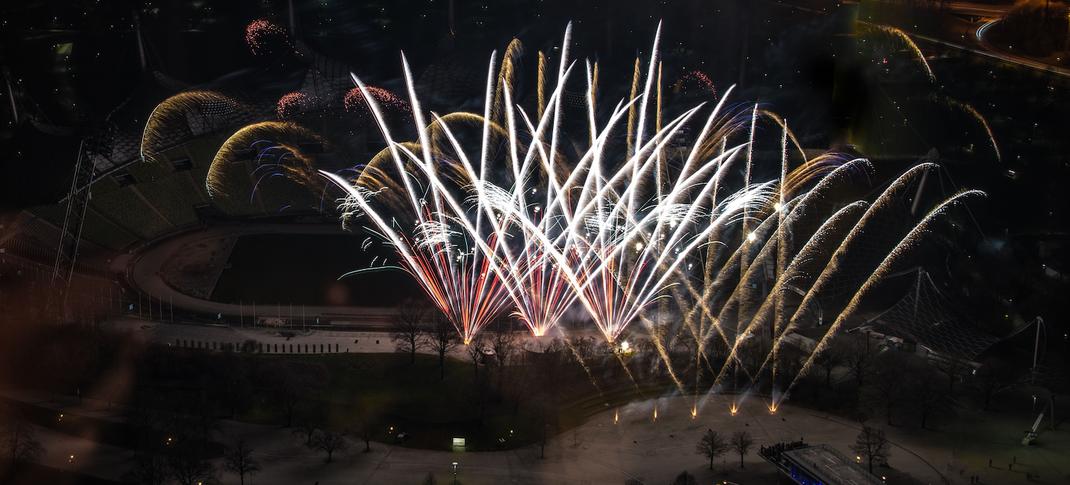 Leises Feuerwerk im Olympiapark mit Ausnahmegenehmigung der Bavarian Fireworx Performance