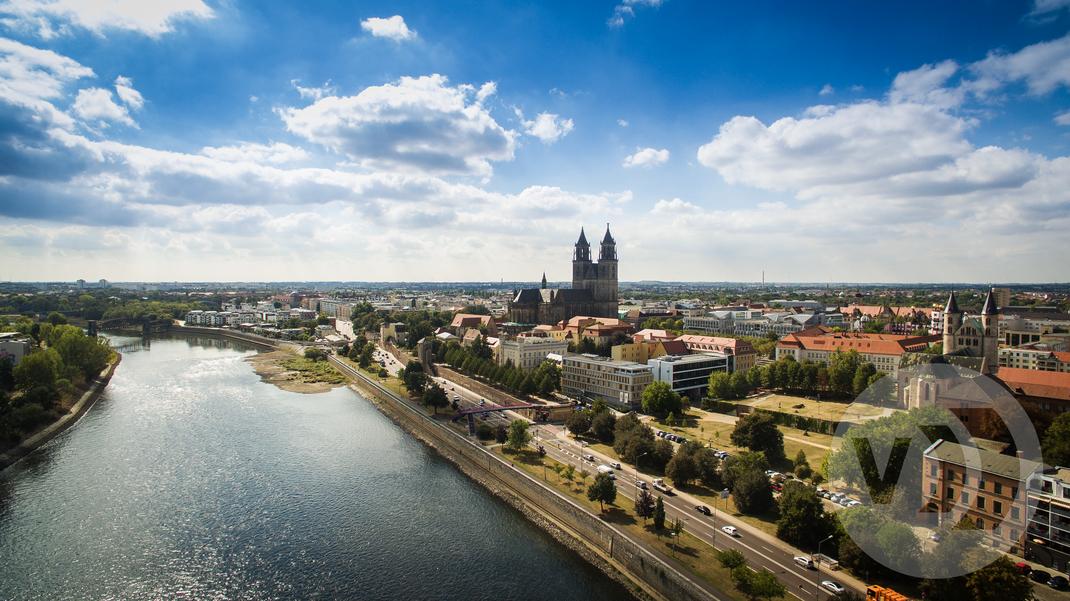 Drohnenfoto Luftbild Dom Magdeburg Elbe Hubbrücke Schleinufer Drohne