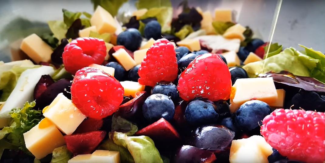 Der perfekte Sommersalat mit bestem Olivenöl von evoo ag
