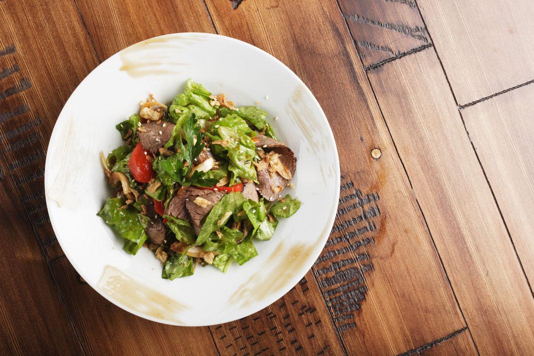 Geräuchertes Rehschnitzel mit Feldsalat