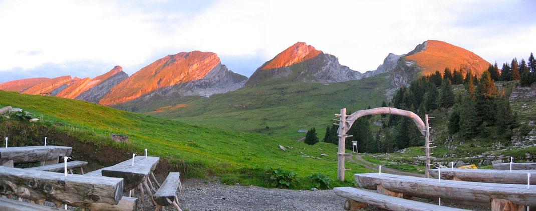 Sonnenuntergang Terrasse Wildmannli, Alp Selun mit Churfirsten