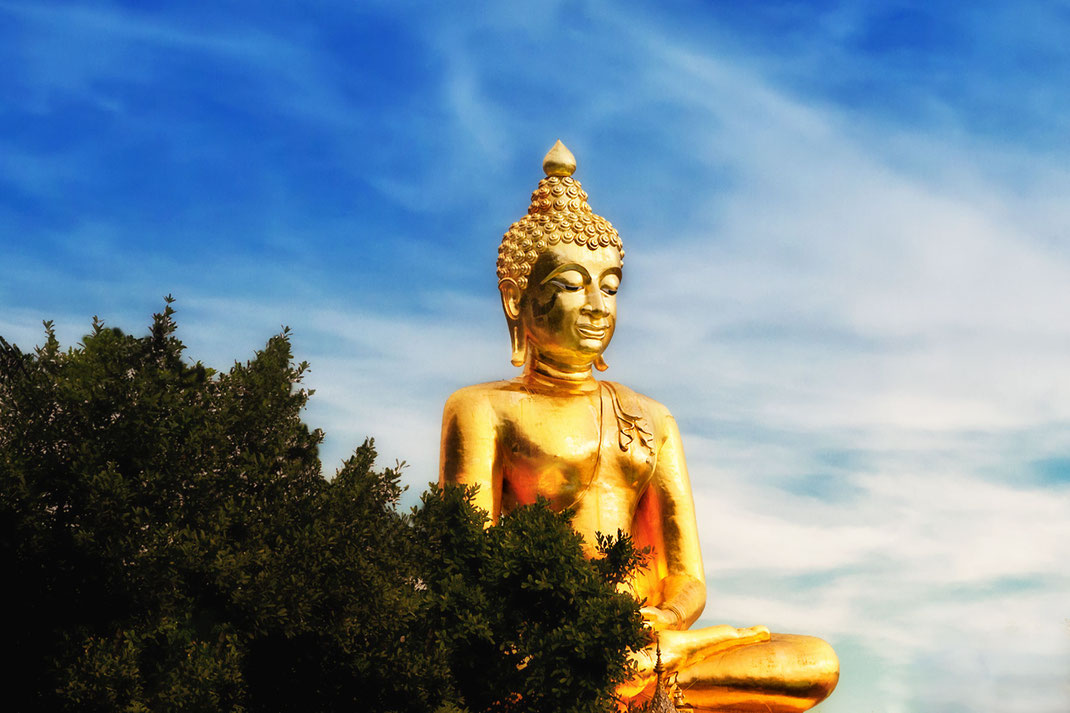 goldener-buddha-am-goldenen-dreieck